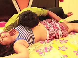 Hot desi shortfilm 351 - Sashi aunty boobs pressed, kissed & navel kissed