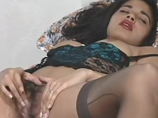 Sexy Indian Babe Satinder Plays with her Pussy