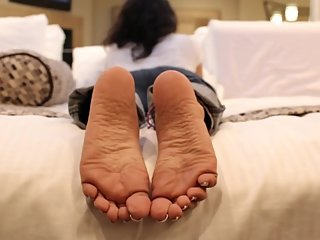 Nia's Candid Stinky Soles - Must See Feet - Indian Soles