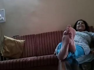 Candid Indian Wife table soles!