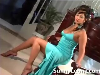 Behind the scenes with Sunny leone in her early days