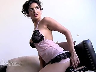 Behind the scenes with Sunny Leone (2010)