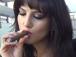 How to smoke tutorial with Sunny Leone