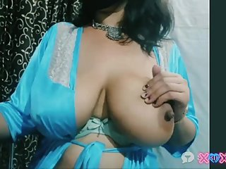 deshi indian bhabi showing her big boobs for money